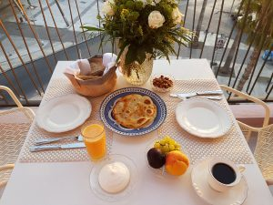 Breakfast in the balcony of Legacy Gastro Suites (Read more).